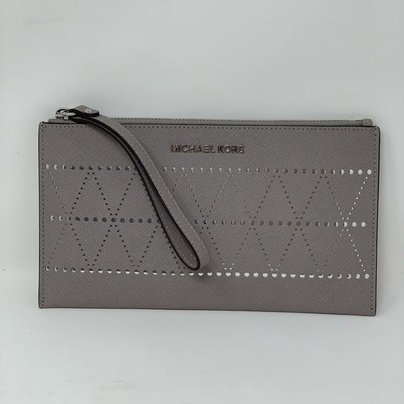 1ebcaed306e9 Michael Kors Bags | Hp Jet Set Travel Lg Wristlet Pearl | Poshmark